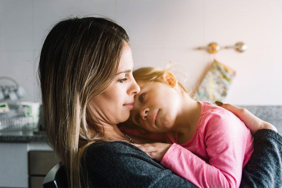 5 Consejos de fisioterapia para evitar lesiones mientras cuidas a niños pequeños